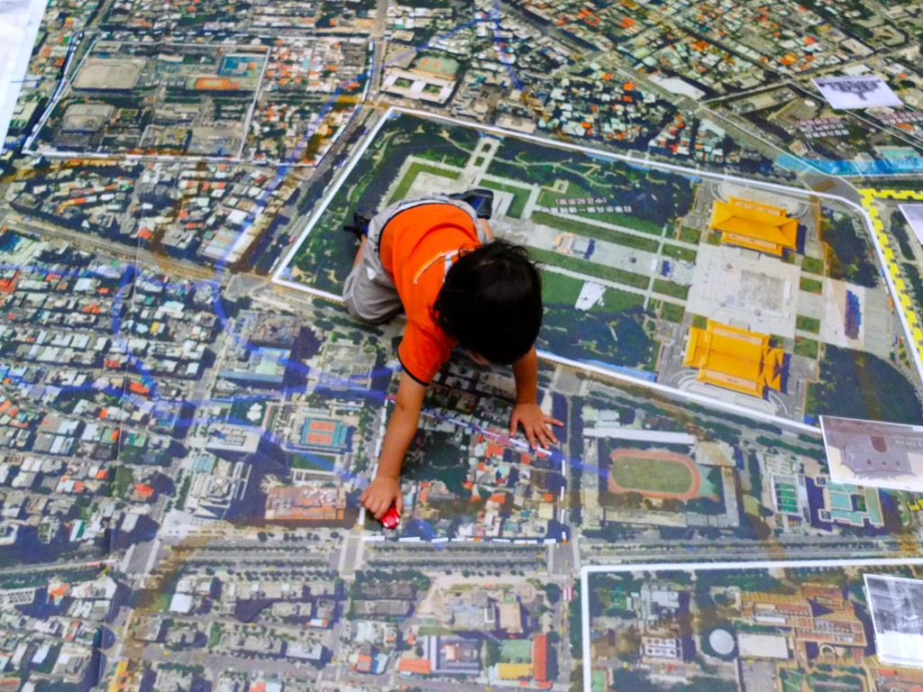 Driving his race car along the roads on this mega map of Taipei