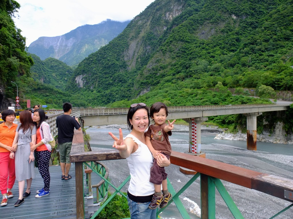 Teaching Cristan the essential touristy pose for photos